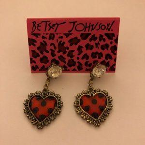 Betsey Johnson Heart earrings😍